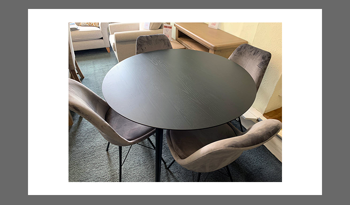 Table and 4 Eris Chairs